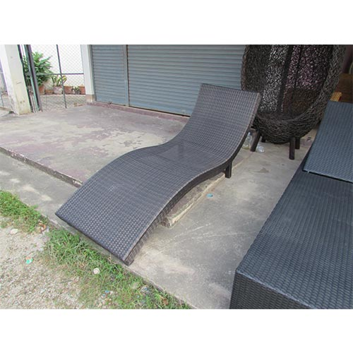 FIXED SUN LOUNGER MADE WITH 1.2MM ALUMINUM AND THAI SYNTHETIC RATTAN